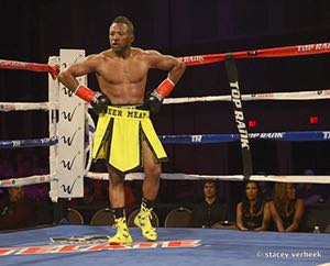 Floyd Mayweather's Pupil - Boxer Lydell Rhodes Trains Hard With Veteran